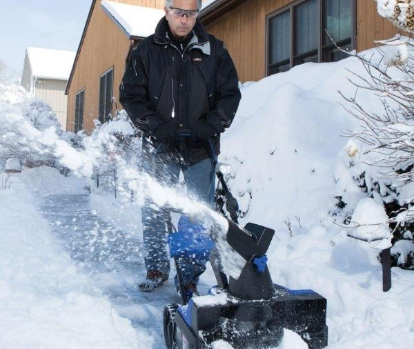 Snow Joe iON18SB Snow Blower Review